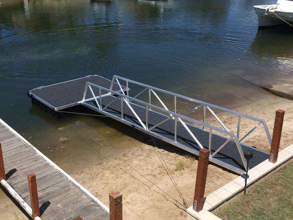 Pontoons vs Jetties and the difference in pile types